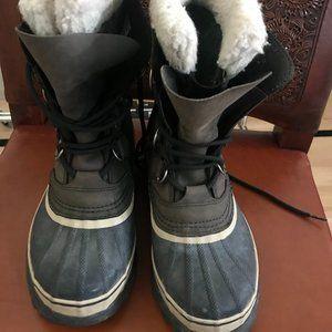 Sorel Caribou waterproof winter boot - size 8